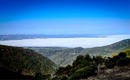 под морем горы облаков Стоковое Изображение