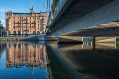 Под мостами Norrkoping, Швеция стоковые изображения rf