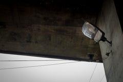 Под мостом фара провод Кабель пакостно Урбанско Город Стоковая Фотография RF