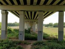 Под мостом стоковая фотография
