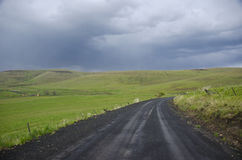 под небом дороги гравия сельским бурным стоковое изображение rf