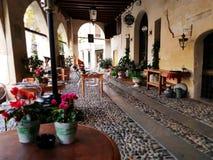 Под verandah в старом городе Тревизо стоковые фотографии rf