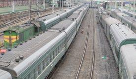 Поезда на рельсах Стоковые Изображения RF