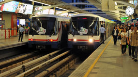 поезда станции skytrains bangkok bts Стоковые Фотографии RF