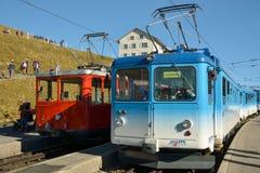 2 поезда na górze держателя Rigi, Швейцарии стоковые изображения
