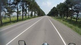Поездка мотоцикла, к приключениям, точка зрения катания, pov, личная перспектива, концепция перемещения, Грузия видеоматериал