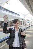 поезд взятия девушки стоковое изображение rf