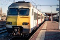 Поезд в железнодорожной станции Aarschot стоковая фотография