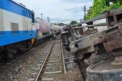 Поезд железнодорожных перевозок и свойство повреждения acident стоковые фотографии rf