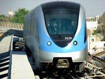 поезд метро Дубай стоковые изображения rf
