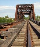 поезд моста старый ржавый Стоковые Фотографии RF