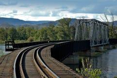 поезд моста Стоковые Фотографии RF