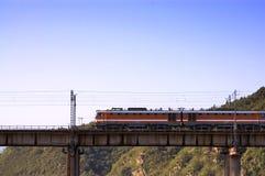 поезд моста Стоковые Изображения RF