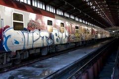 поезд надписи на стенах стоковая фотография rf