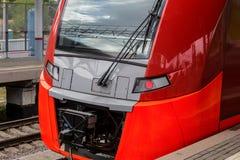 поезд причаливая вокзалу Стоковая Фотография RF