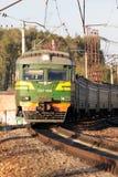 поезд регулярного пассажира пригородных поездов идя Стоковая Фотография