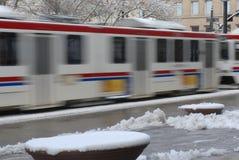 поезд соли рельса движения света озера города Стоковые Изображения RF
