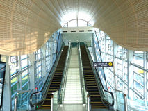 поезд станции метро Дубай стоковое изображение