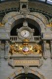 поезд станции часов antwerp Бельгии Стоковые Фотографии RF