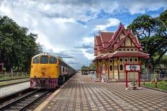 поезд станции hua 03 hin стоковые фотографии rf