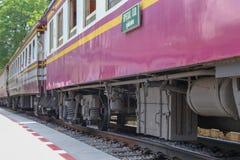 Поезд Таиланда, железнодорожный вокзал Kanchanaburi Стоковое Изображение