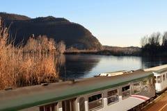 Поезд Franciacorta среди Torbiere озера Iseo - Италии 0 Стоковое Изображение