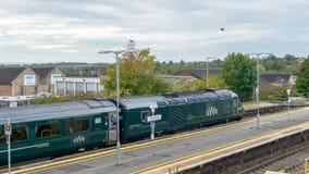 Поезд Great Western железнодорожный на вокзале Chippenham стоковая фотография