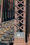 поезд riviere mille 2 iles des Канады моста Стоковое Изображение