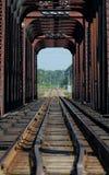 поезд riviere mille 3 iles des Канады моста Стоковое фото RF