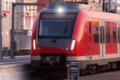 Поезд Sbahn в вечере Стоковое Изображение
