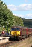 Поезд Windermere Lakelander класса 57 приезжая Стоковая Фотография