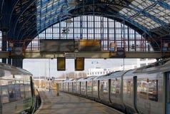 2 поезда в красивом вокзале в Брайтоне, Великобритании Стоковые Фото