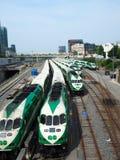 Поезда в Торонто припарковали близко к станции стоковые фото