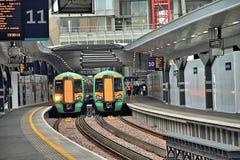 Поезда на платформе, станции моста Лондона Стоковые Изображения