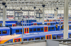 Поезда на станции Ватерлоо, Лондоне Стоковая Фотография