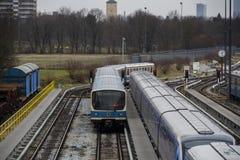 Поезда на станции метро Froettmaning в Мюнхене, 2015 Стоковая Фотография RF