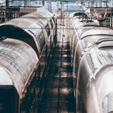 2 поезда рядом друг с другом Стоковое Фото