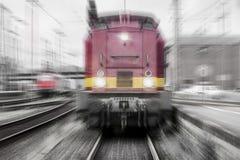 Поезд быстро проходя в цвете Стоковое Фото