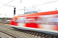 Поезд выходит станция Стоковые Фото