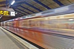 Поезд выходит станция Roedingsmarkt Стоковые Изображения RF