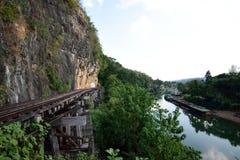 Поездка на поезде вдоль реки Kwai, Kanchanaburi, Таиланда Стоковая Фотография