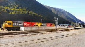 Поезд Киви-рельса, станция пропуска Arthurs, Новая Зеландия Стоковая Фотография RF