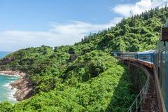 Поезд, который нужно идти в горы, Вьетнам Стоковые Фотографии RF