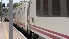 Поезд к другим городам сток-видео