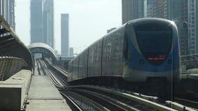 Поезд метро Дубай видеоматериал