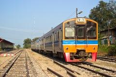Поезд на железнодорожном вокзале стоковые фото
