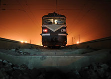 Поезд на ноче стоковые изображения rf