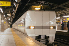 Поезд на платформе в Японии Стоковая Фотография RF