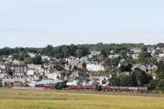 Поезд на Усадьба-над-песках, Cumbria пара Стоковая Фотография RF