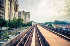 Поезд неба через центр города в Куалае-Лумпур стоковые изображения rf